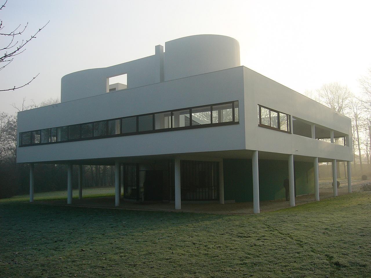 """Le Corbusier rechazaba las formas arquitectónicas del pasado debido a que sus """"complicadas"""" e interconectadas formas no se ajustaban al esquema de pensamiento que parecía ser, en ese entonces, la clave del futuro del hombre. En sus edificios podemos reconocer claramente las partes que los componen e incluso propuso rígidas reglas para la concreción de una """"buena arquitectura"""". Image © Rory Hide en Flickr. Licencia CC"""
