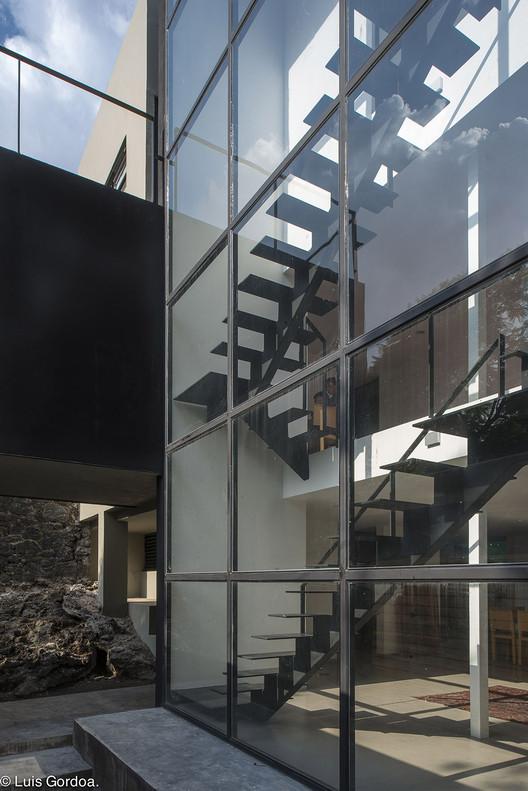 Guarda Vertical Baño:Casa CdV / DDA Despacho de Arquitectura