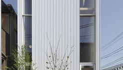 White Hut and Tilia Japonica / Takahashi Maki and Associates