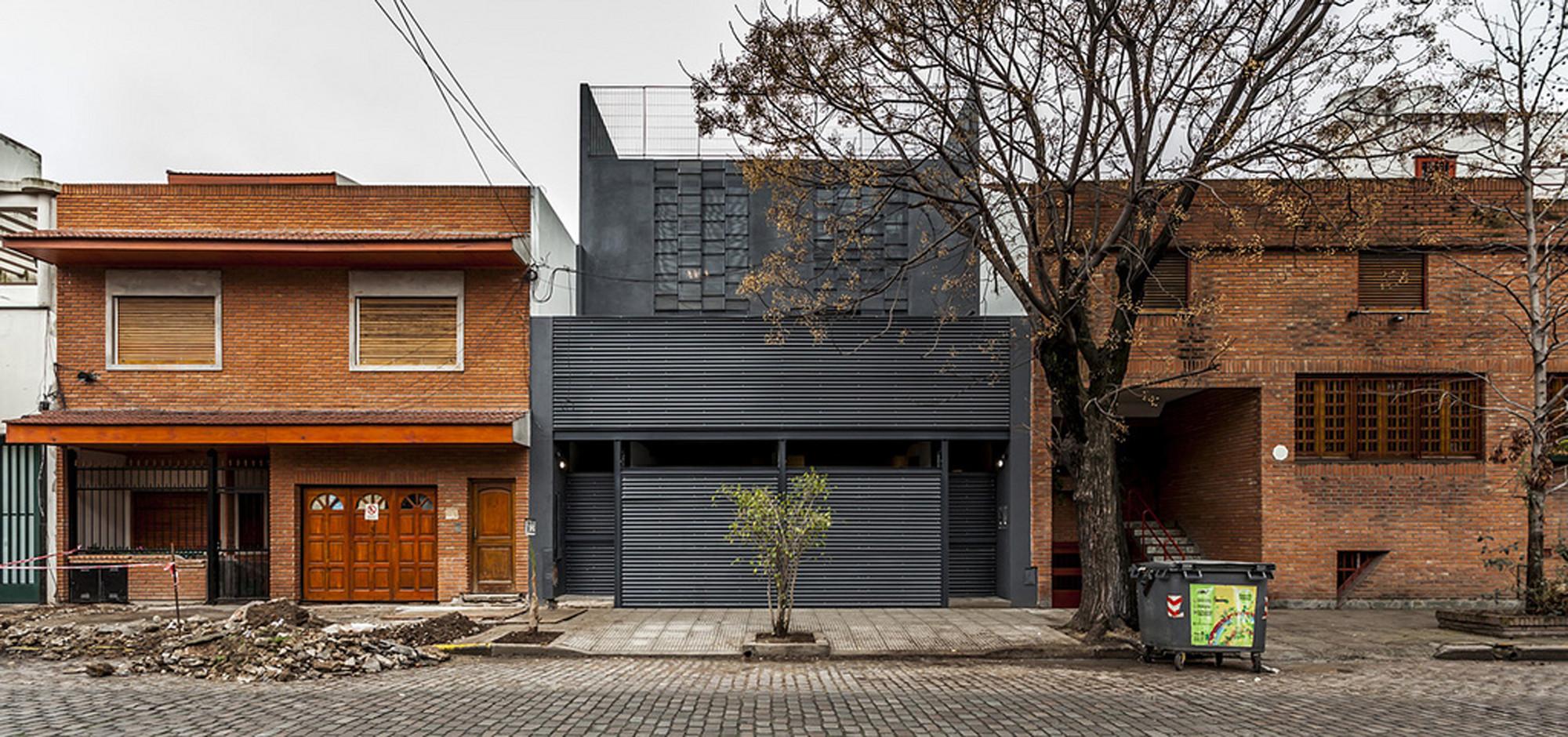 Two Conde Houses / HM.Arquitectos, © Federico Kulekdjian