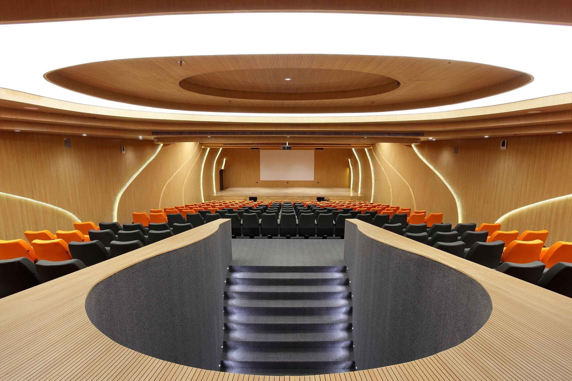 Gallery of m auditorium planet 3 studios architecture 6 for Control m architecture