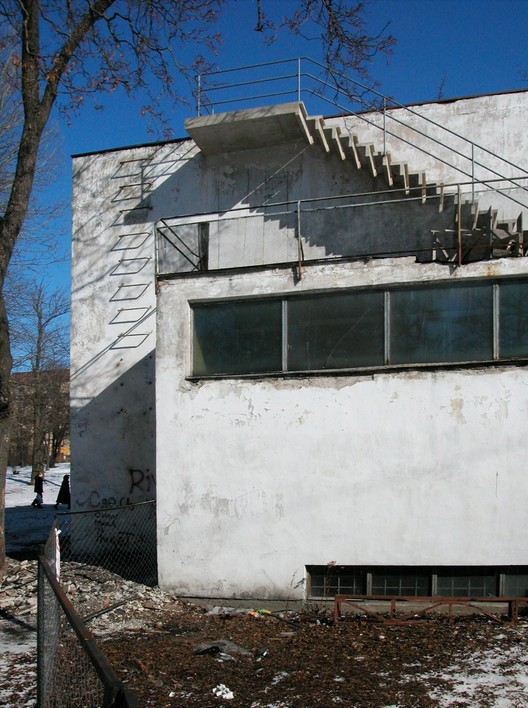 Pre-renovation detail on the backside of the lecture hall. Image Courtesy of The Finnish Committee for the Restoration of Viipuri Library