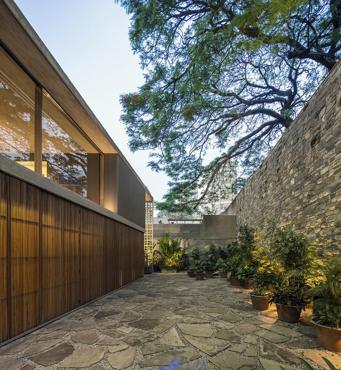 Gallery Of B B House Studio Mk27 Marcio Kogan Renata Furlanetto Galeria Arquitetos 5