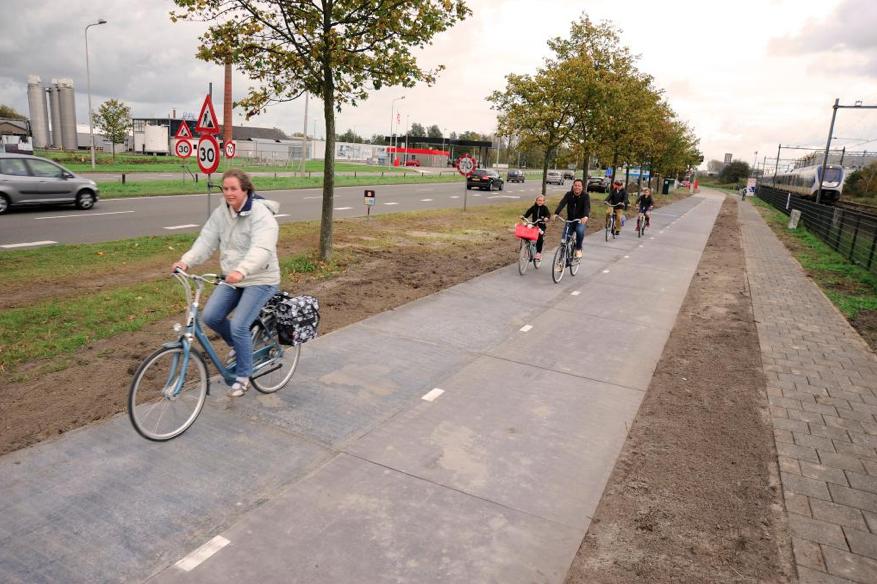 Holanda estrena la primera ciclovía solar del mundo que le da energía a una ciudad, Cortesía de SolaRoad en Twitter (@SolaRoadNL)