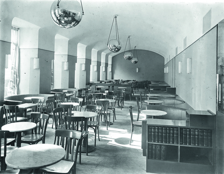 The interior of the Cafe Museum in Vienna in the 1930s. Image © <a href='https://commons.wikimedia.org/wiki/File:Museum_30erJahre.jpg'>Wikimedia user Querfeld GesmbH</a> licensed under <a href='https://creativecommons.org/licenses/by-sa/3.0/deed.en'>CC BY-SA 3.0</a>