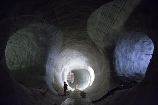 Platform tunnels at the new Bond Street Station. Image © Crossrail