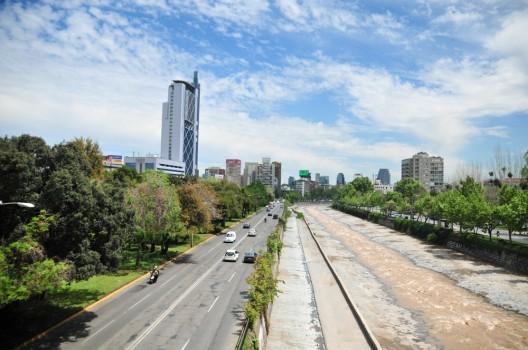 © Guía Urbana de Santiago Parque Balmaceda y Plaza de la Aviación. © Plataforma Urbana