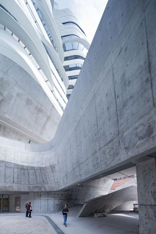 Torre de la Innovación de la Universidad Politécnica de Hong Kong, Zaha Hadid; Hong Kong. Imagen © Iwan Baan