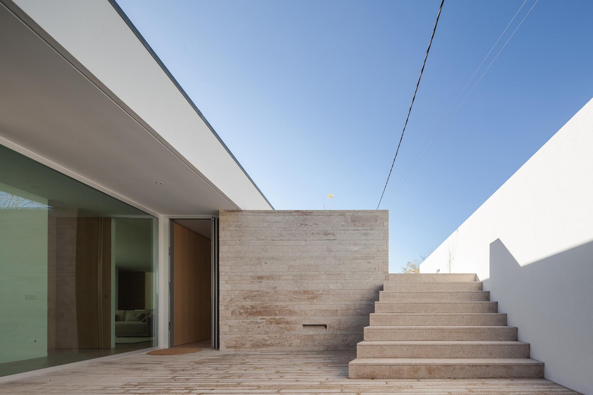 Casa Milhundos / Graciana Oliveira, © João Morgado