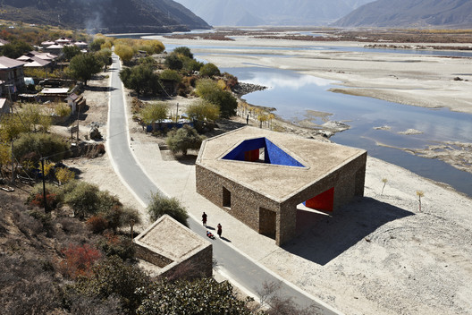 Niyang River Visitor Center / Standardarchitecture + Zhaoyang Architects. Image © Chen Su
