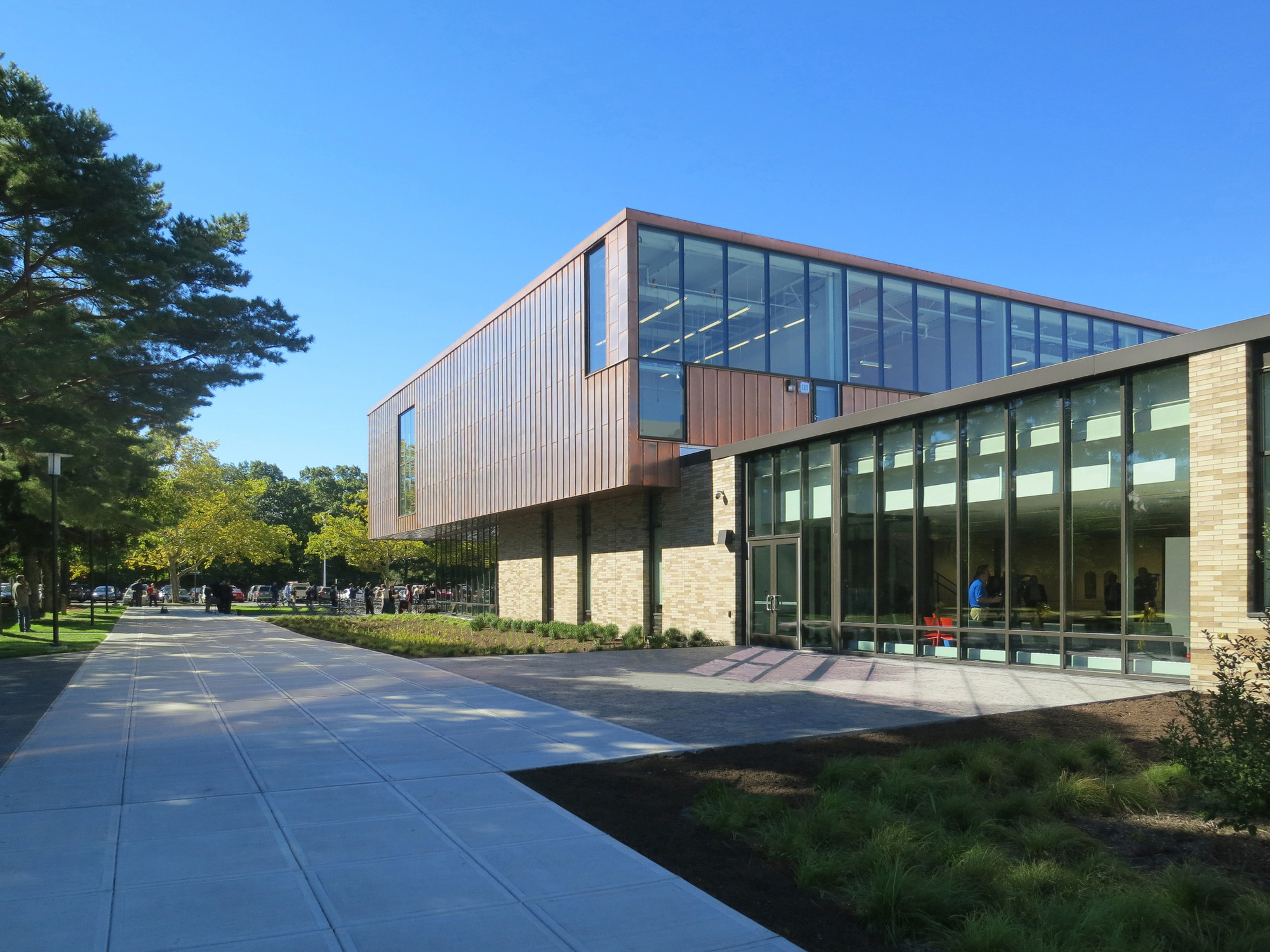 Rhode Island College Art Center / Schwartz-Silver, Courtesy of Schwartz-Silver