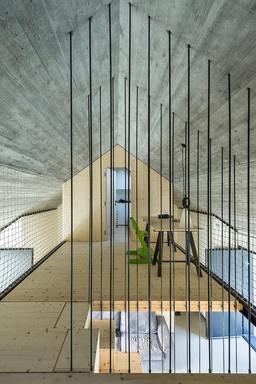 Compact Karst House / dekleva gregorič arhitekti, © Janez Marolt