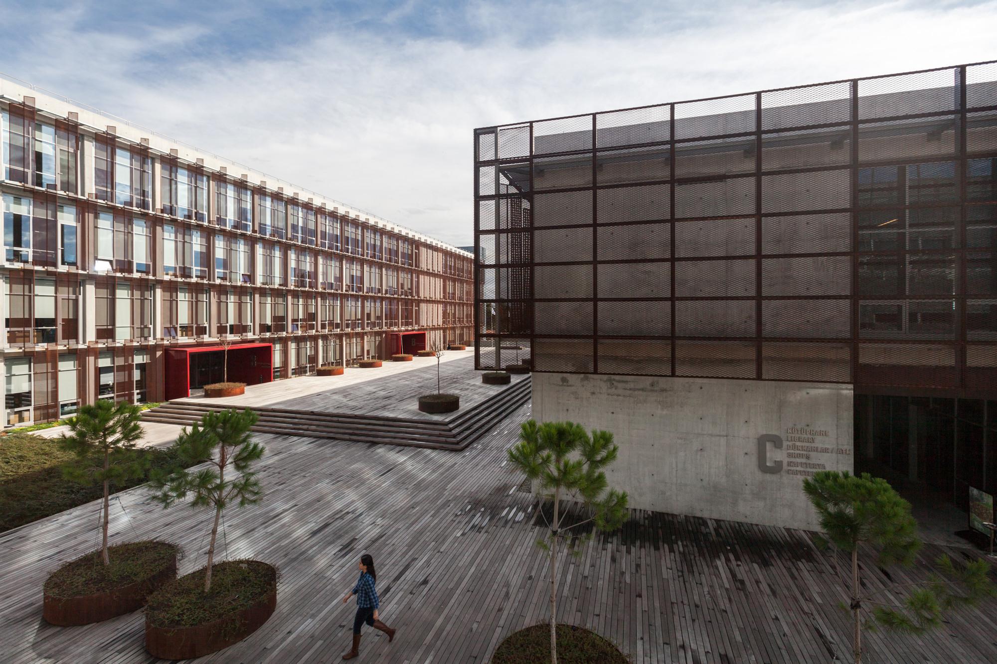 Universidad Parítima Piri Reis / Kreatif Architects, © Yercekim Photography-Omer Kanipak
