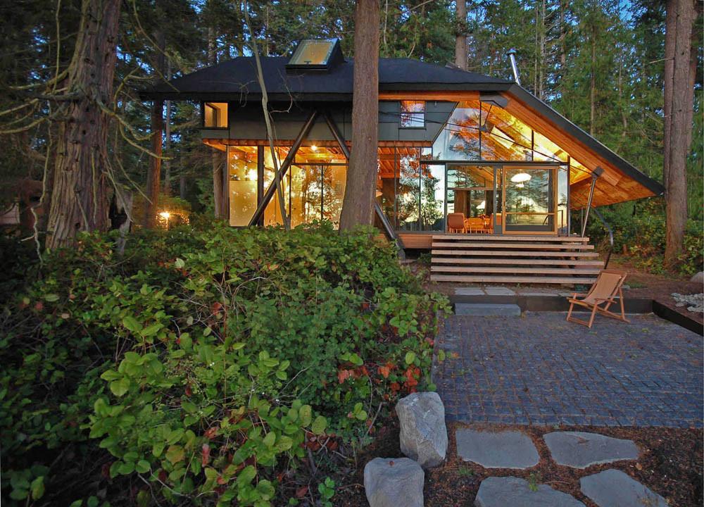 © zeroplus. ImageSneeoosh Cabin, Washington