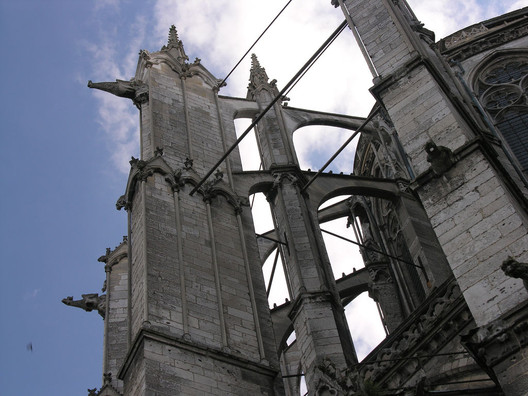 At Beauvais Cathedral, iron ties that were thought to have been added centuries after construction were instead dated to the early 13th century. Image © Flickr CC user James Mitchell