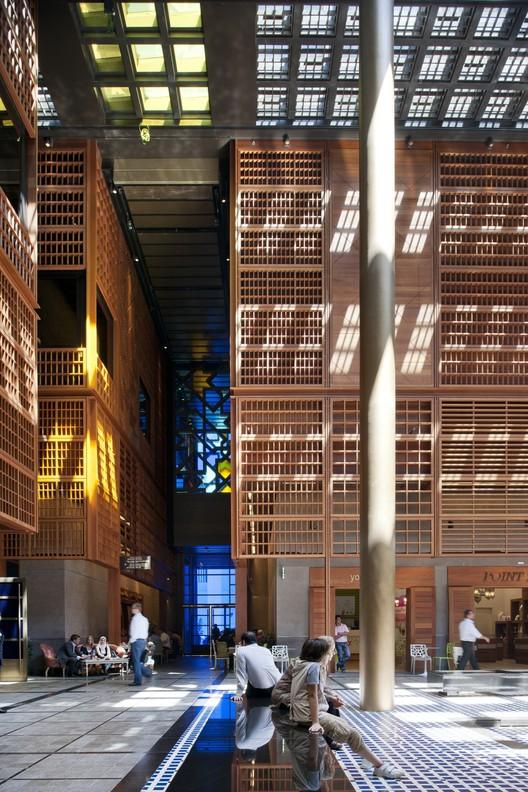 Diseñado por Foster + Partners, el mercado central de Abu Dhabi fue recientemente finalizado. Imagen © Nigel Young | Foster + Partners