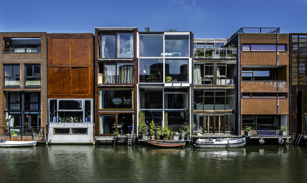 The Borneo Sporenburg development in Amsterdam demonstrates a streetscape of diverse, integrated modern facades. Image © Flickr CC user Fred (bigiof)
