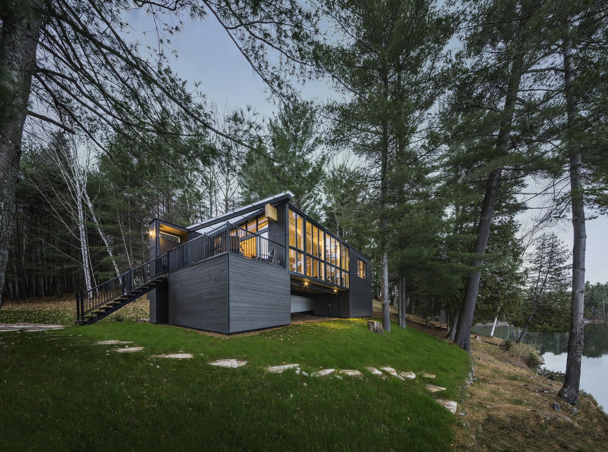 Cabaña de madera laminada / Kariouk Associates, © Photolux Studio/Christian Lalonde