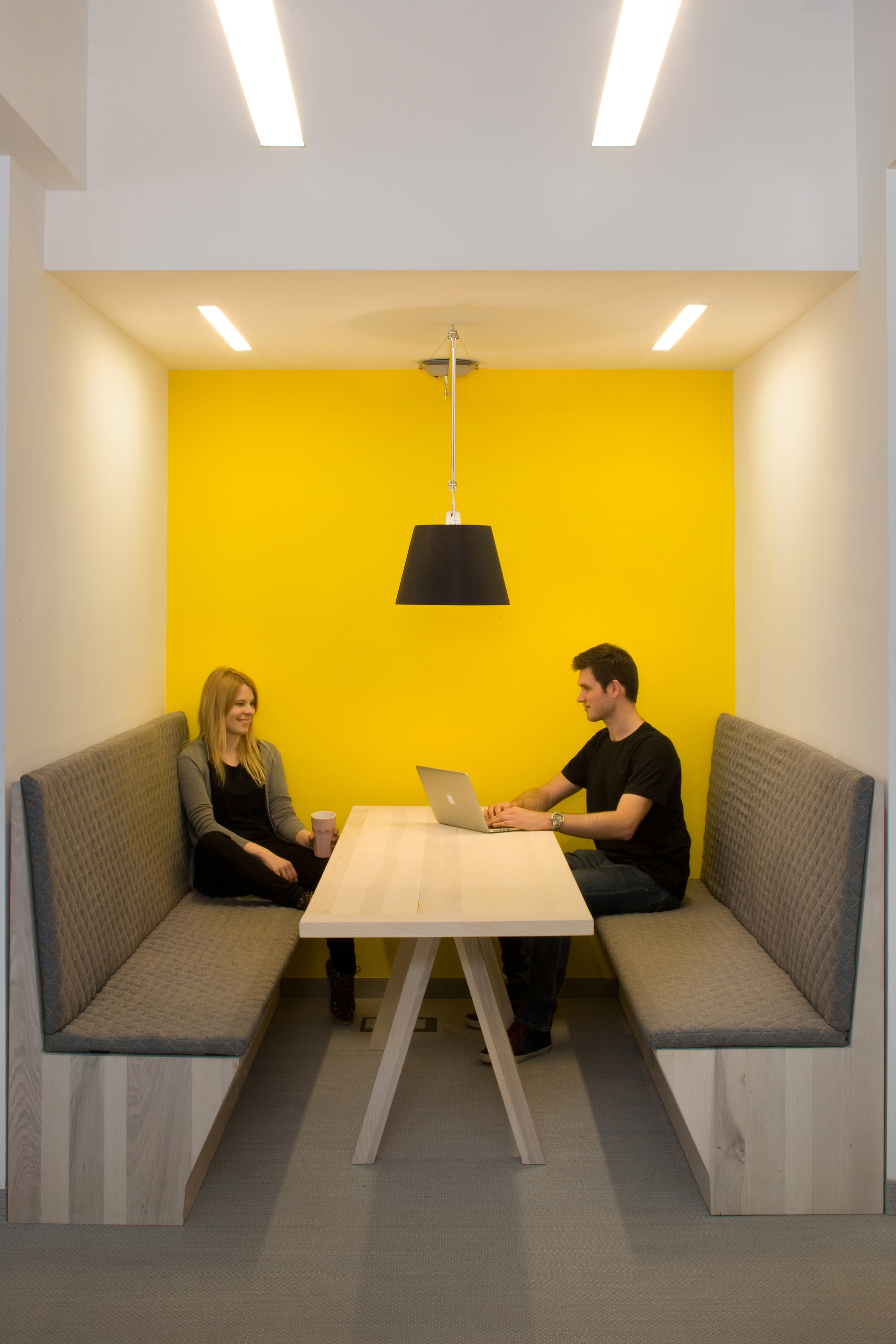 Gallery of it hq morpho studio 2 for Office design yellow