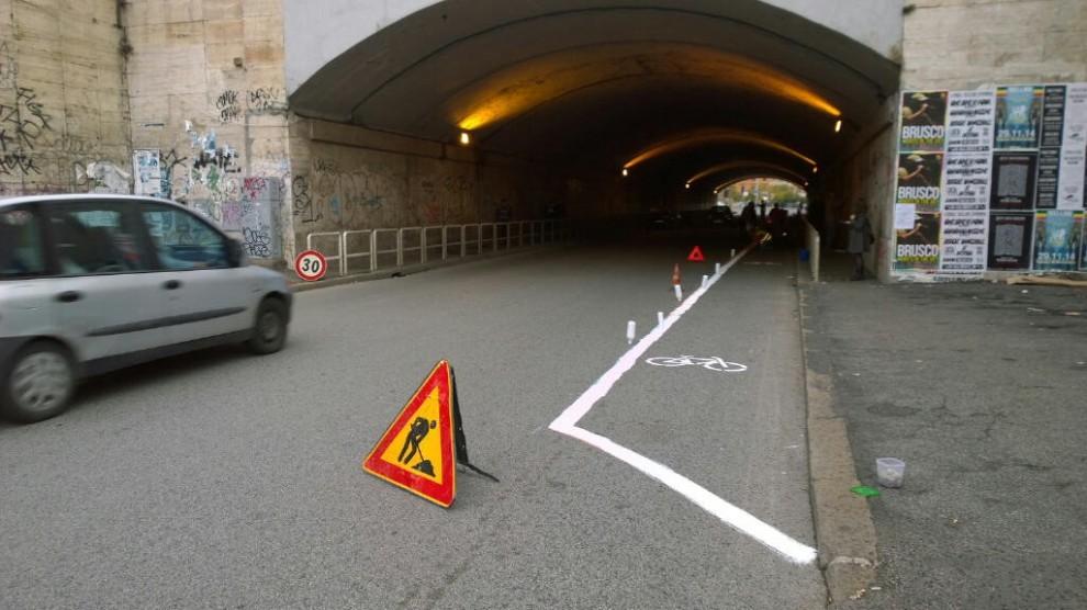 Ciclistas de Roma decidieron solucionar por su cuenta la falta de ciclovías, © Fuente imagen: La Reppublica.