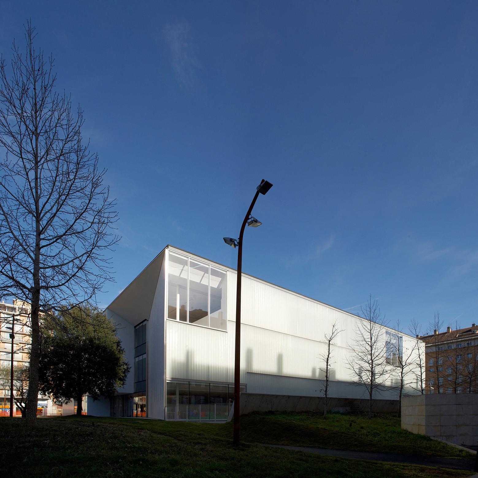 Gallery of girona public library corea moran arquitectura 8 - Arquitectura girona ...