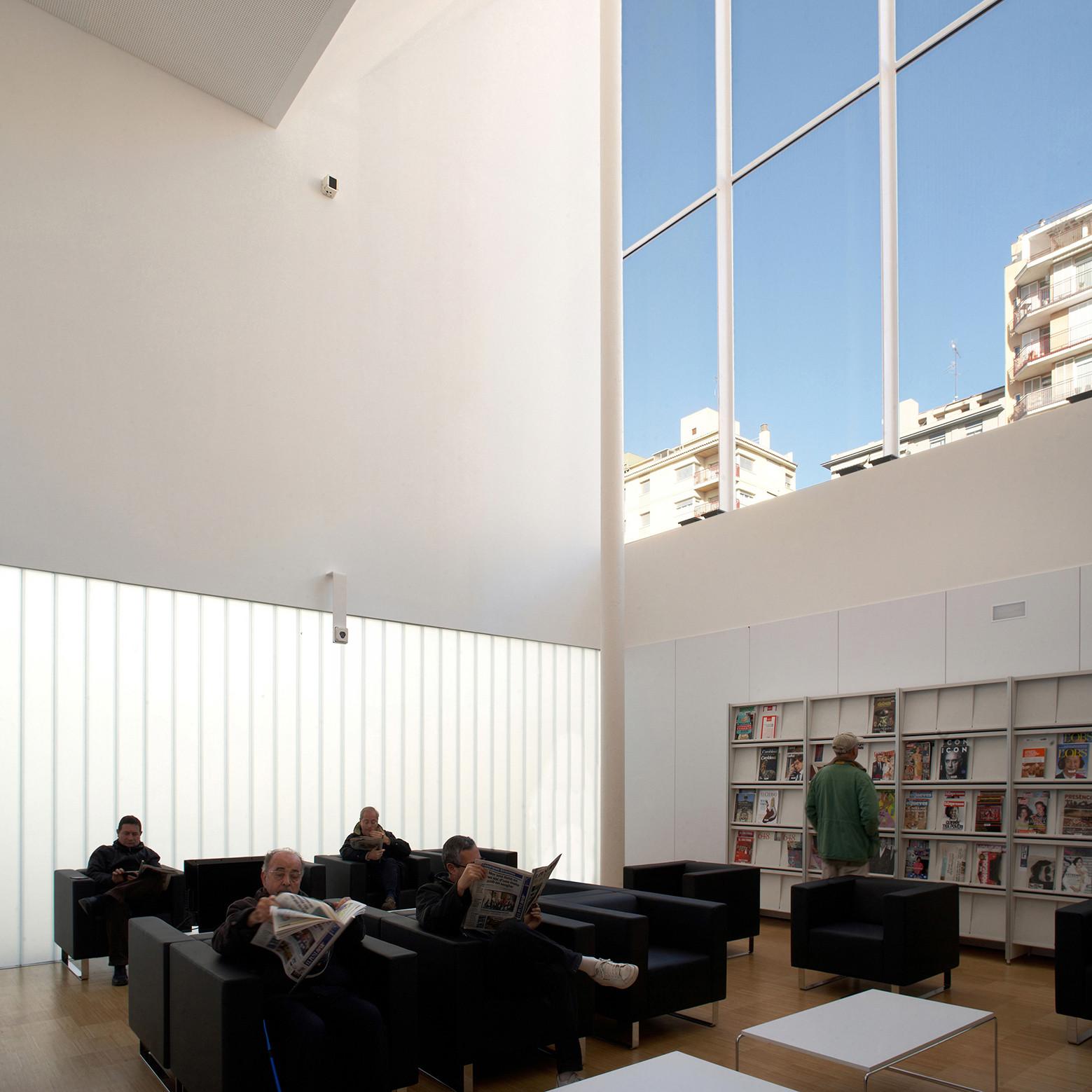 Biblioteca p blica de girona corea moran arquitectura archdaily brasil - Arquitectura girona ...