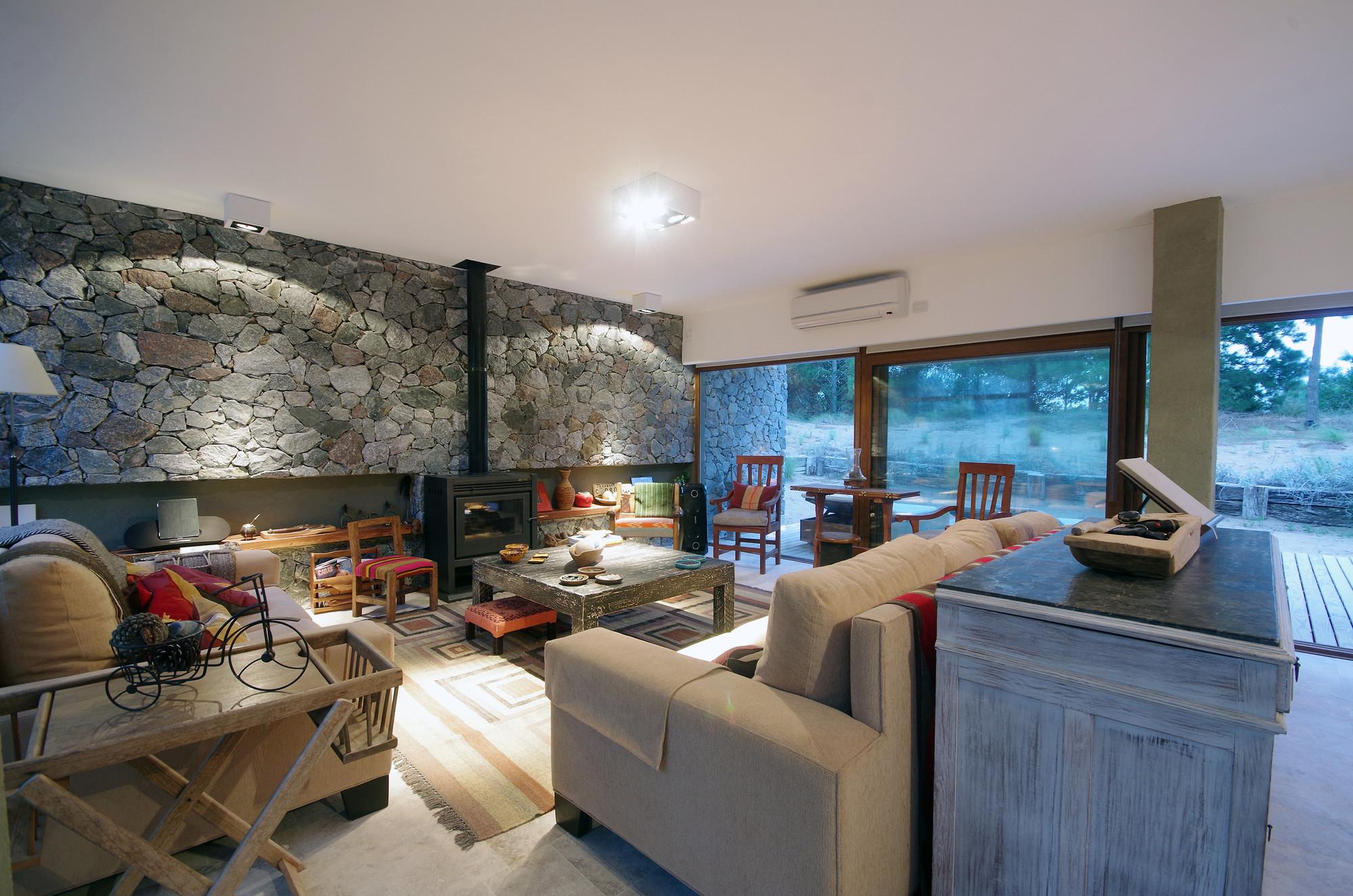 Gallery of el patio house lucas mc lean 6 for Casas minimalistas interiores