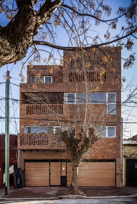 Archivo: vivienda colectiva de altura media en Buenos Aires, © Federico Kulekdjian