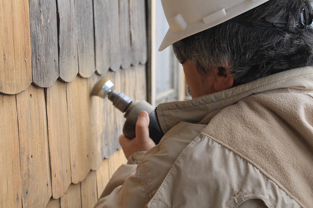 Restauraci n de tejuelas de madera en ays n chile for Restauracion tejados de madera