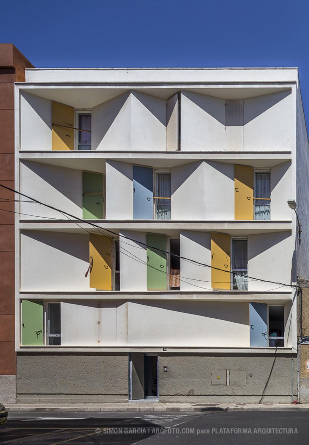 Gallery of 8 inscribed houses and three courtyards - Garcia ruiz arquitectos ...