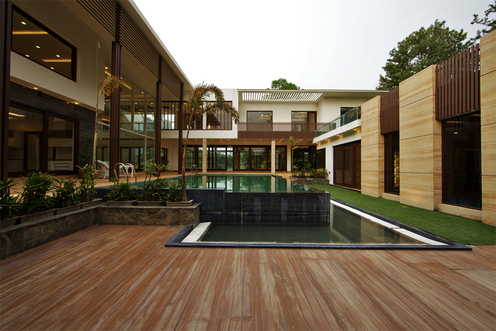 Sachdeva farmhouse spaces architects ka archdaily for Architecture design for home in delhi