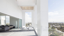 Layers of White / Pitsou Kedem Architects