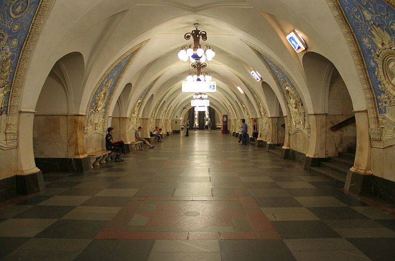 Moscow's Taganskaya Station, part of the 1950 fourth section of the Metro, uses a flamboyant post-war Stalinist design. Image © Wikimedia CC user A. Savin