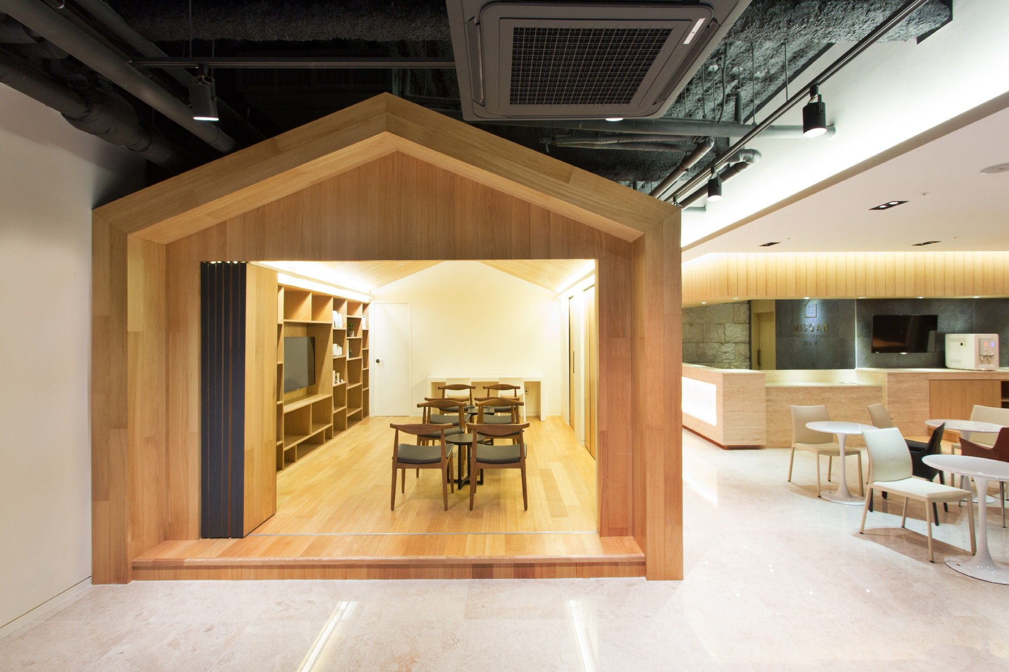 A house for nature and people ylab trapkay junghoon kim