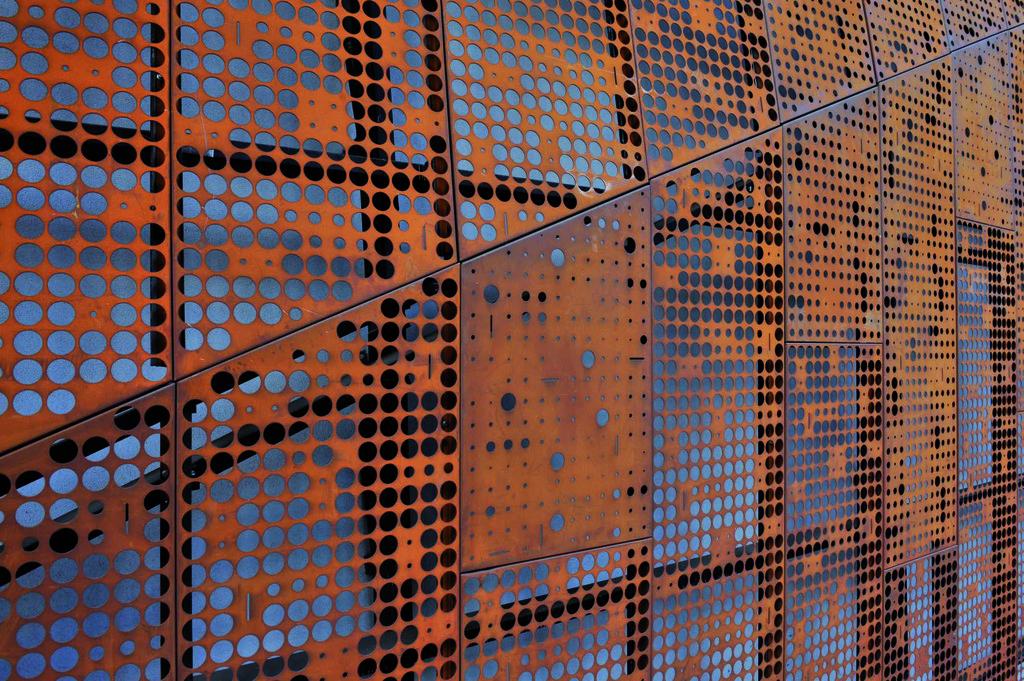 Materiales acero corten y sus diversas aplicaciones for Acero corten perforado oxidado
