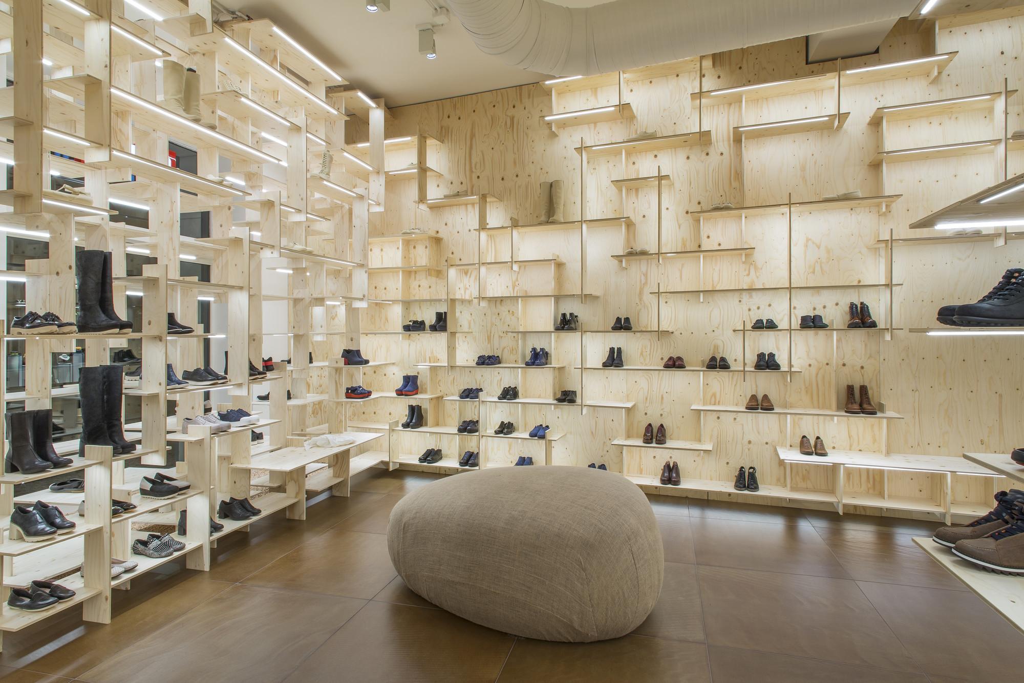 Camper store milano kengo kuma associates archdaily for Interior design agency milano
