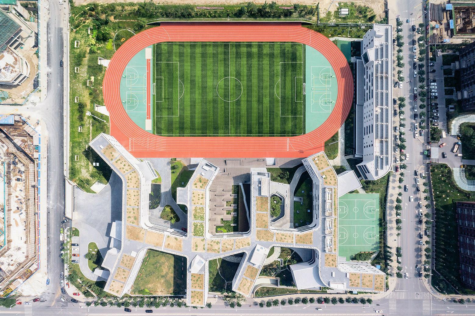 Beijing No.4 Escuela secundaria Fangshan Campus / OPEN Architecture. Imágen © Xia Zhi