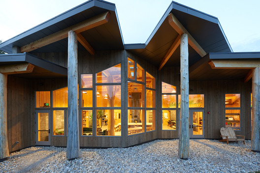 Burr Burton Academy Mountain Campus / Bensonwood + Annette Dey, PE  © Marvin Windows