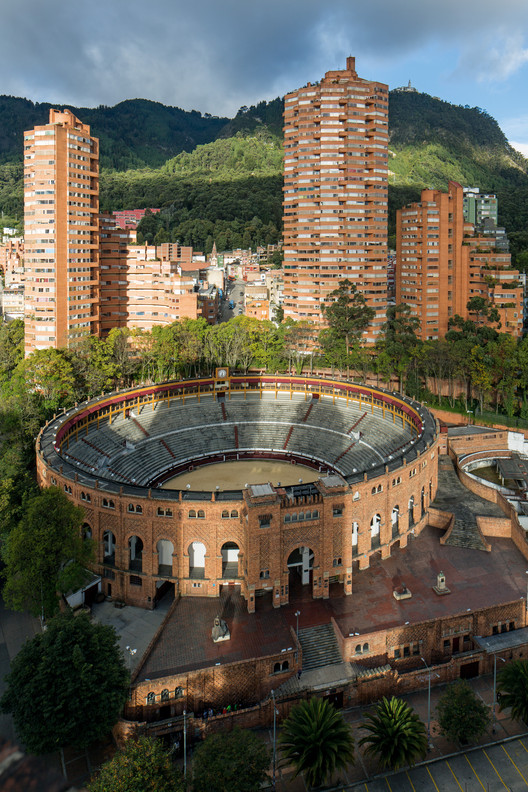 Rogelio Salmona. Complejo residencial Torres del Parque, Bogotá, Colombia, 1964- 1970. . Image © Leonardo Finotti