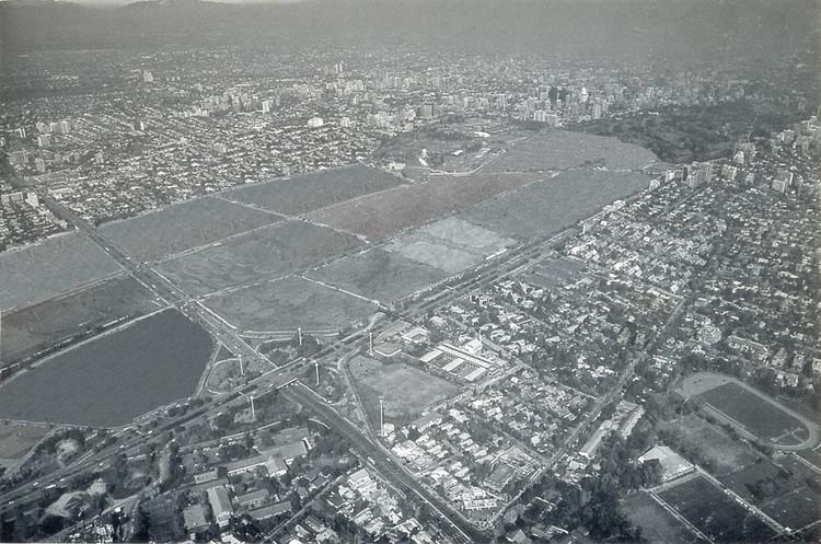 Imagen de la situación del sitio en 1968. Elaboración personal en base a: fotografía de Augusto Latorre en ARQ, 40. 1998.