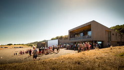 Muriwai Surf Club / Jasmax