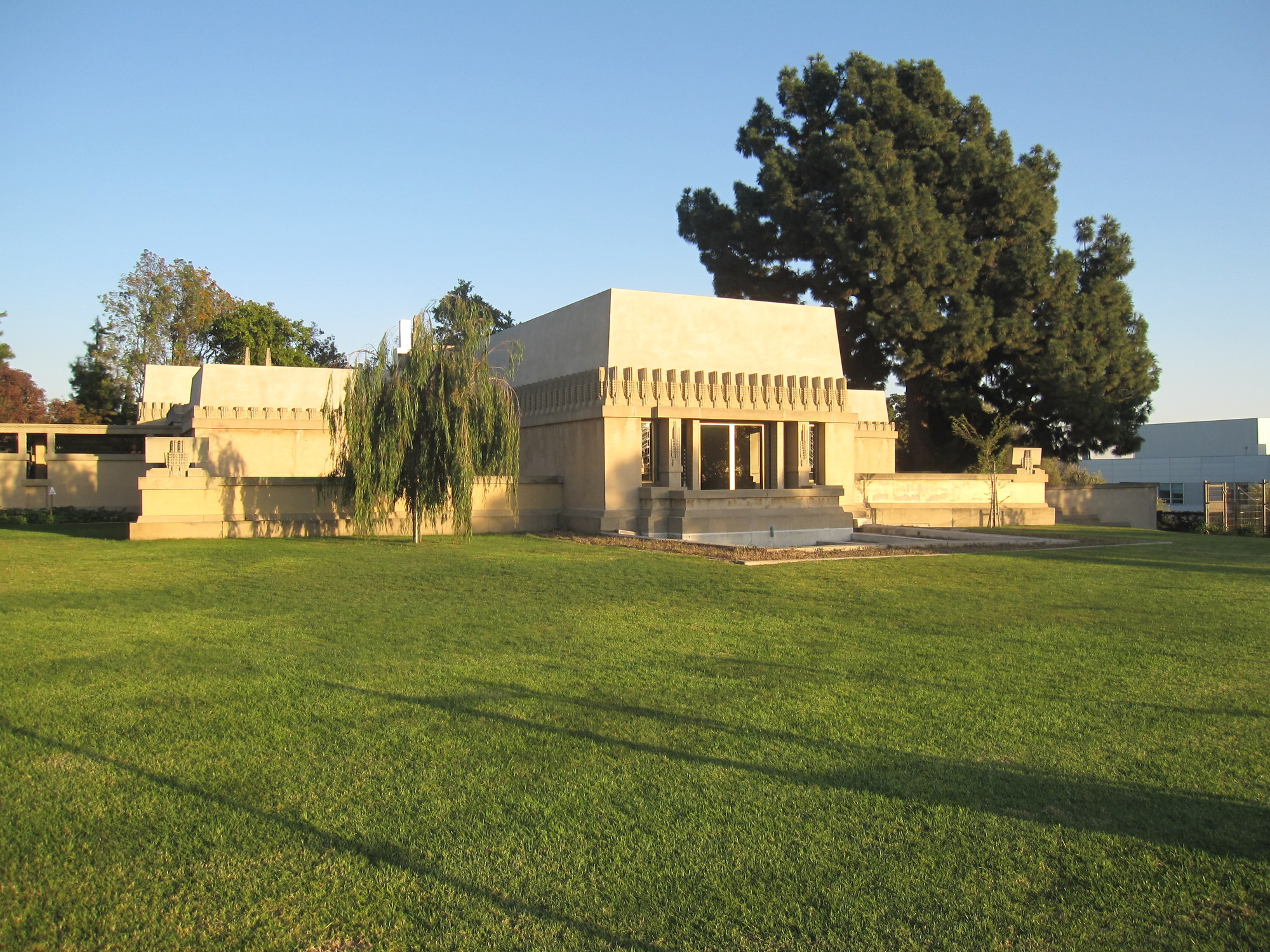 Hollyhock House. Imagen © Flickr CC User edward stojakovic