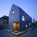 Slit House / AZL architects. Image © Nacasa & Partners