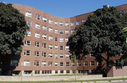 MIT Baker House Dormitory. Image © Wikimedia – dDxc