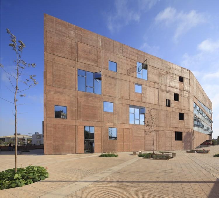 Biblioteca de Ciencias, Ingenieria y Arquitectura PUCP / Llosa Cortegana Arquitectos, © Juan Solano Ojasi