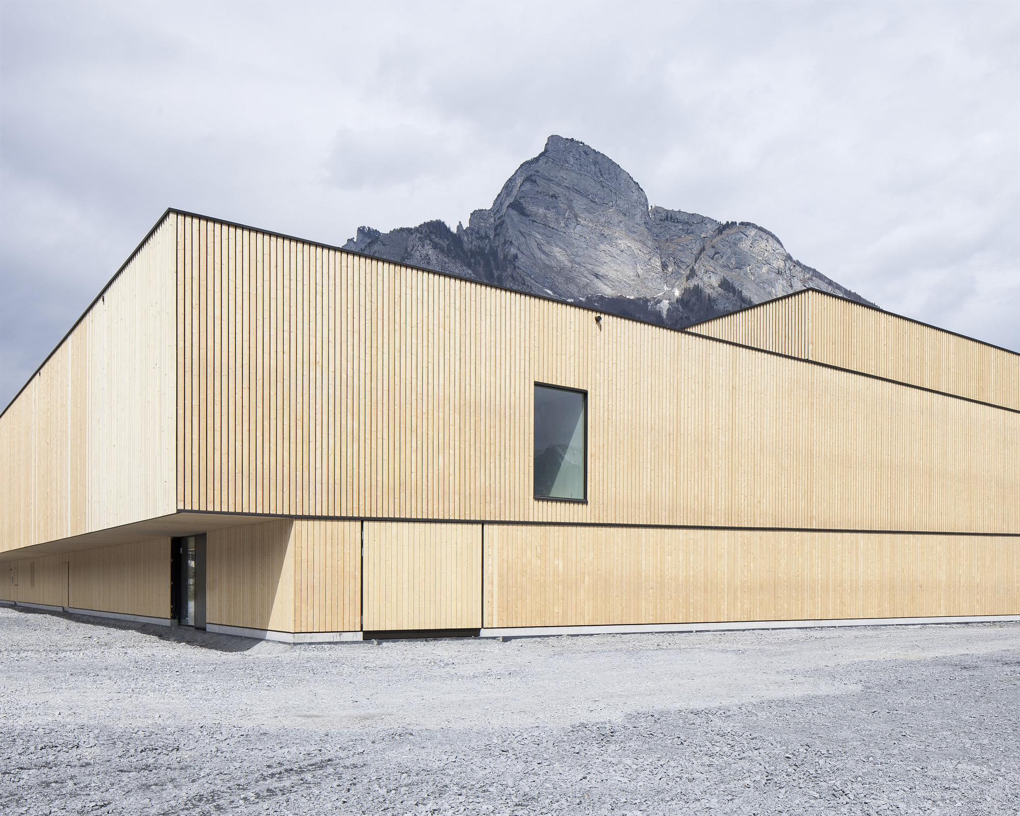 Sport Center Sargans (Sargans, Switzerland) / Blue Architects & Ruprecht Architekten. Image © Roman Keller