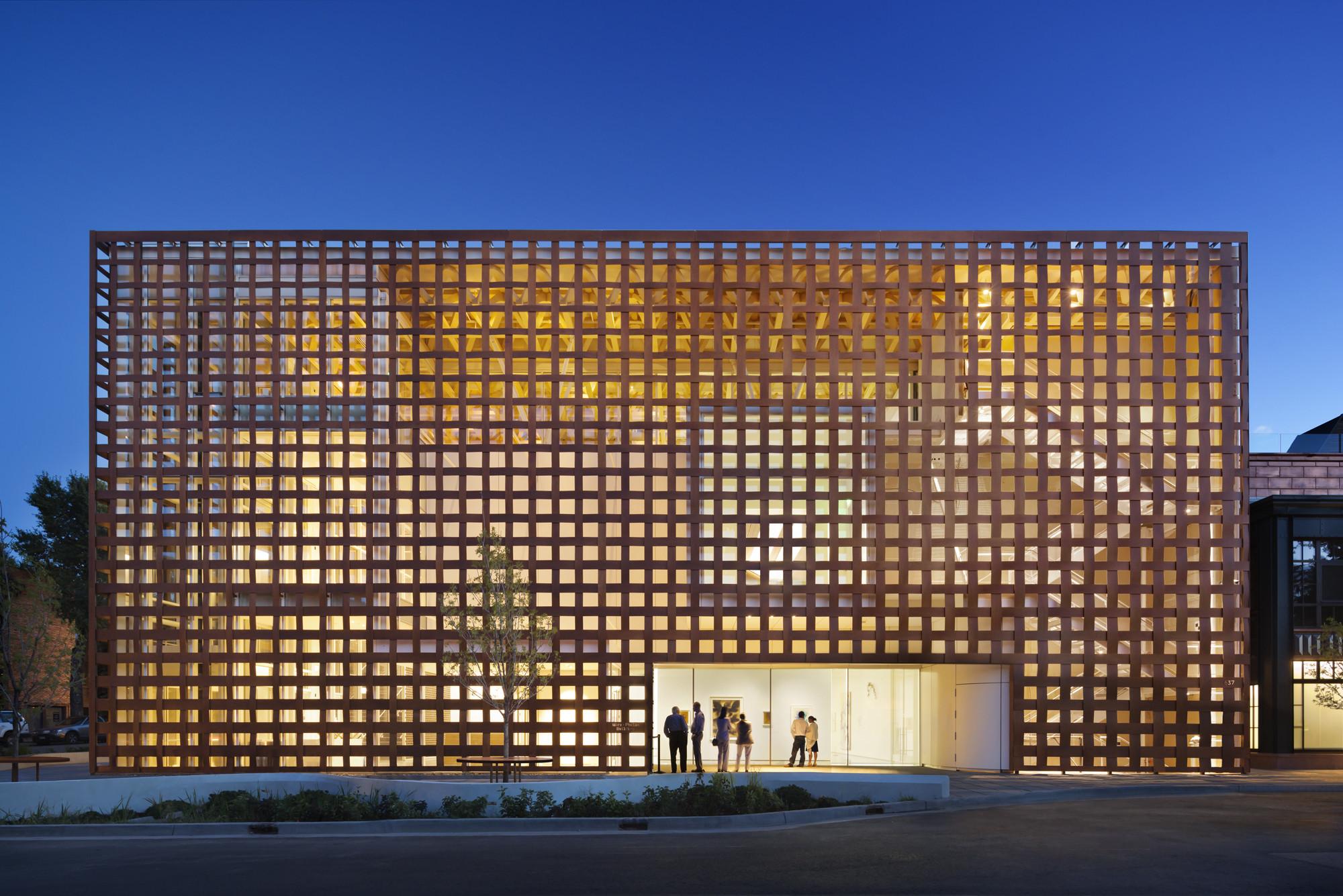 Aspen Art Museum (Aspen, CO) Shigeru Ban Architects. Image © Michael Moran/OTTO