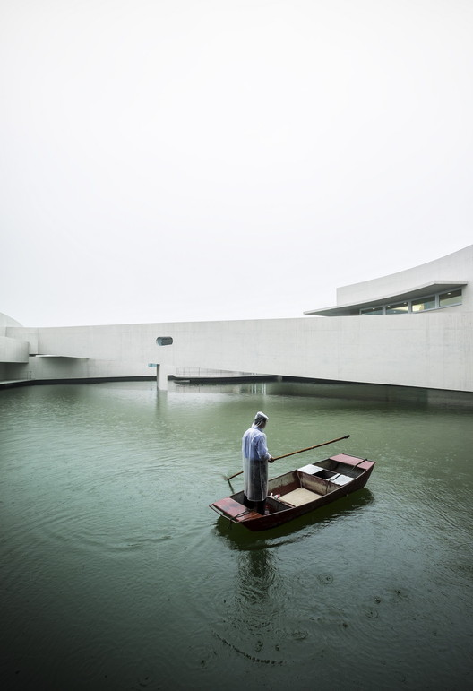 The Building on the Water - Álvaro Siza + Carlos Castanheira © Fernando Guerra FG + SG