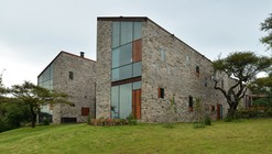 House in Atemajac / Villar Watty Arquitectos