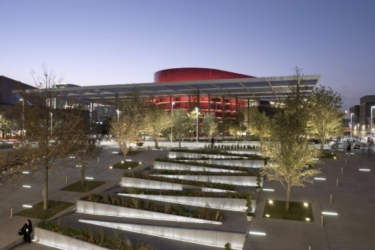 The Margot and Bill Winspear Opera House. Image © Nigel Young / Foster + Partners